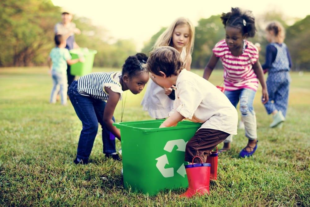 como-separar-o-lixo-criancas-reciclando-loft