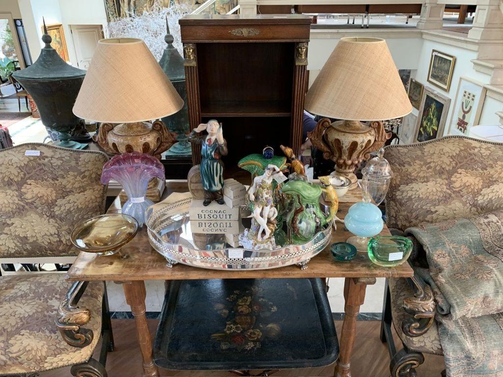 familia-vende-tudo-criado-mudo-loft